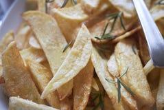 Pommes de terre frites d'une plaque photographie stock libre de droits