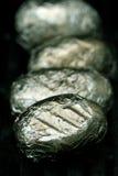 Pommes de terre mises sur cric sur le gril Photo stock
