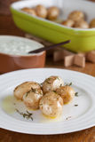 Pommes de terre rôties de bébé avec le thym Photographie stock