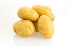 Pommes de terre sur le fond blanc Photos libres de droits