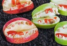 pommes et écrous pour Halloween Photo stock