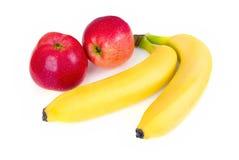 Pommes et bananes fraîches image libre de droits