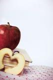 Pommes et livres sur le tissu Image libre de droits
