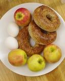 Pommes et oeufs de bagel Photographie stock libre de droits