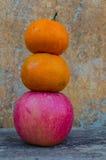 Pommes et oranges photographie stock