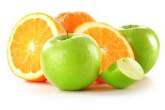 Pommes et oranges d'isolement sur le blanc Images libres de droits