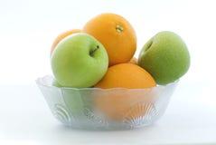 Pommes et oranges en verre Photographie stock libre de droits