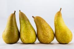 Pommes et poires mûres délicieuses et délicieuses sur un fond blanc Photographie stock libre de droits