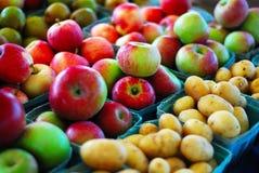 Pommes et pommes de terre Photographie stock
