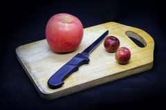 Pommes et prunes image stock