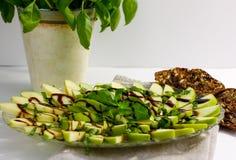 Pommes et salade de basilic Photos stock