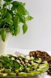 Pommes et salade de basilic Images stock