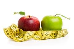 Pommes, fleurs et bande de mesure Photo libre de droits