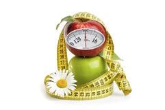 Pommes, fleurs et bande de mesure Photographie stock libre de droits