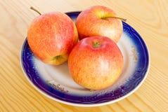 Pommes fraîches de la plaque photos libres de droits