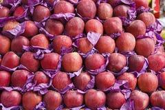Pommes fraîches sur le marché Photographie stock