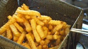 Pommes frites banque de vidéos