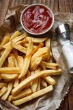 Pommes frites avec le ketchup Images stock