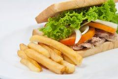 Pommes frites avec le thon de sandwich Photo libre de droits
