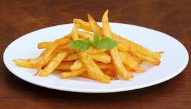 Pommes frites avec les feuilles en bon état Images stock
