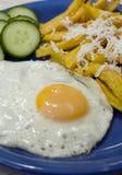 Pommes frites avec les oeufs brouillés Photo libre de droits