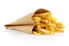 Pommes frites dans le sac de papier d'isolement sur le blanc Image libre de droits