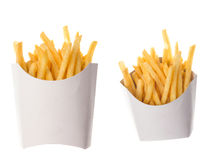 Pommes frites dans un emballage de papier sur le fond blanc Photographie stock