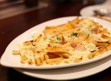 Pommes frites et parmesan photographie stock