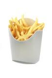 Pommes frites i en vit skyler över brister omslag som isoleras på vitbackgrou Royaltyfria Foton