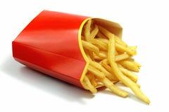Pommes frites i ett rött pappers- omslag på vit Fotografering för Bildbyråer