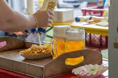 pommes frites ketchup et bière Images stock