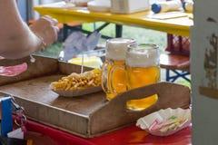 pommes frites ketchup et bière Photo libre de droits