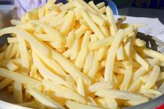 Pommes frites på min maträtt arkivfoto