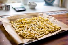 Pommes frites sur la rôtissoire photos libres de droits