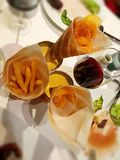 Pommes-Frites u. Wein stockbild