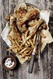 Pommes-Frites und gebratenes Huhn Lizenzfreies Stockfoto