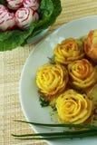 Pommes-Frites und Rettich als Blume Lizenzfreie Stockfotos