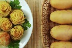 Pommes-Frites und rohe Kartoffel Lizenzfreie Stockbilder