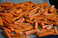 Pommes-Friteskarotten gepasst stockfotografie