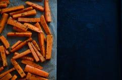 Pommes-Friteskarotten gepasst lizenzfreies stockfoto