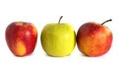 Pommes mûres sur un fond blanc, isolat, pommes sur le fond d'isolement Photographie stock
