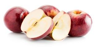 Pommes rouges d'isolement sur le fond blanc Photos stock