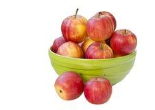 Pommes rouges dans l'arc vert image libre de droits