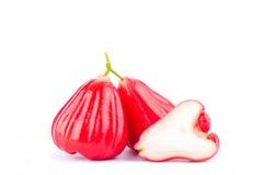 Pommes rouges de pomme rose ou d'eau sur la nourriture saine de fruit de pomme rose de fond blanc d'isolement Photos libres de droits