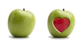 Pommes rouges et vertes avec le coeur Image libre de droits