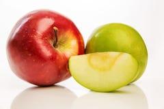 Pommes rouges et vertes lumineuses, plan rapproché Photos stock