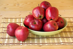 Pommes rouges juteuses Image stock