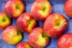 Pommes sur le marché de produits frais photo stock