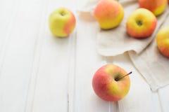 Pommes sur un blanc Photographie stock