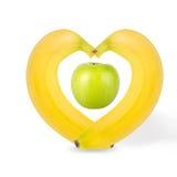 Pommes vertes avec des bananes d'isolement sur le fond blanc images stock